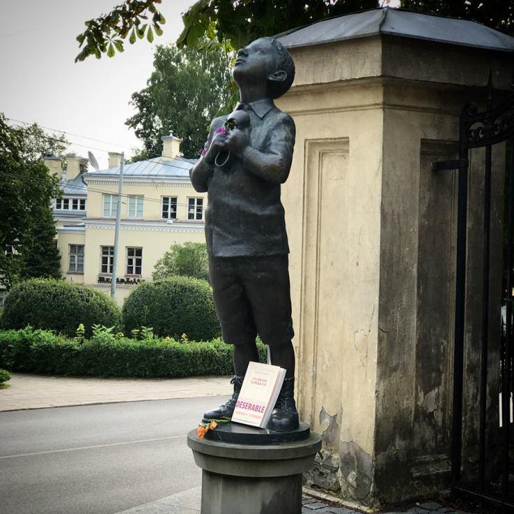 Romain Gary statue